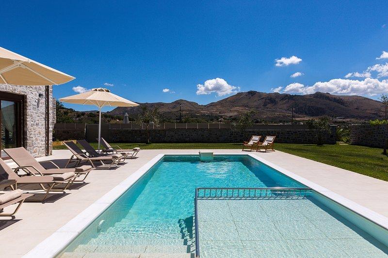 Liatiko House, nature-inspired retreat!, holiday rental in Mixorrouma