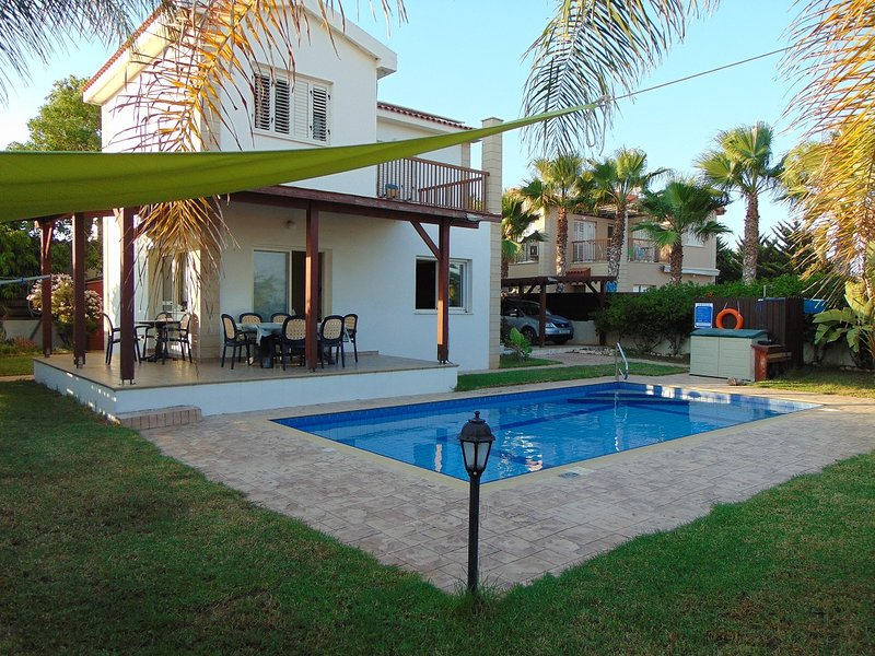 Green yard, 150mtrs from beach with clear seaviews, private swimming pool, vacation rental in Ayia Napa