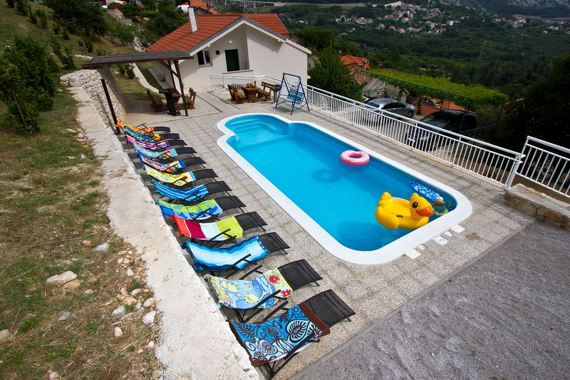 Sea view villa with private pool near Split, holiday rental in Klis