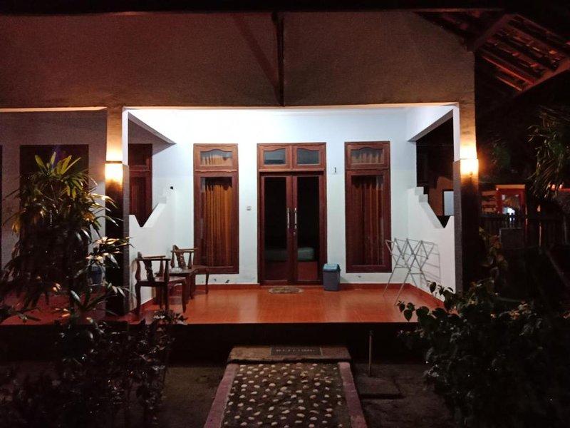Pondok Wildan Guest House: Room 9, holiday rental in Mataram