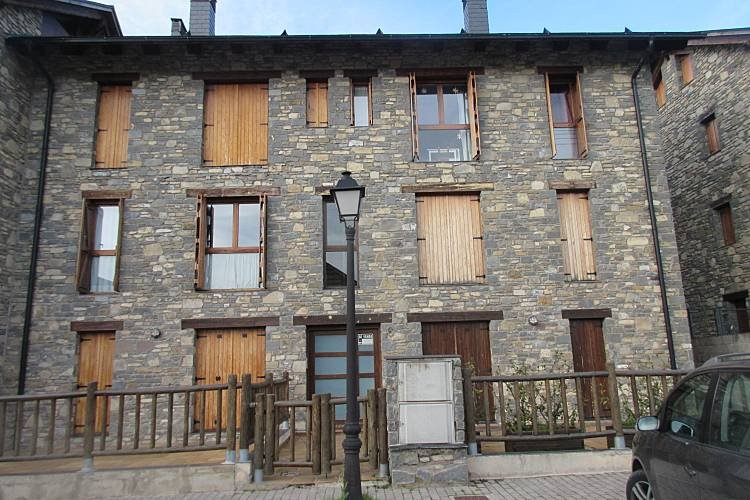 Apartamento duplex 6 personas Villanúa, vacation rental in Canfranc