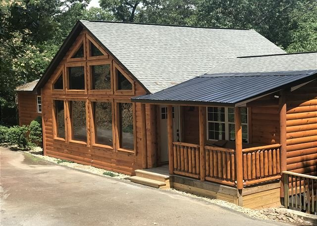 Pigeon Forge Lodge close to town!