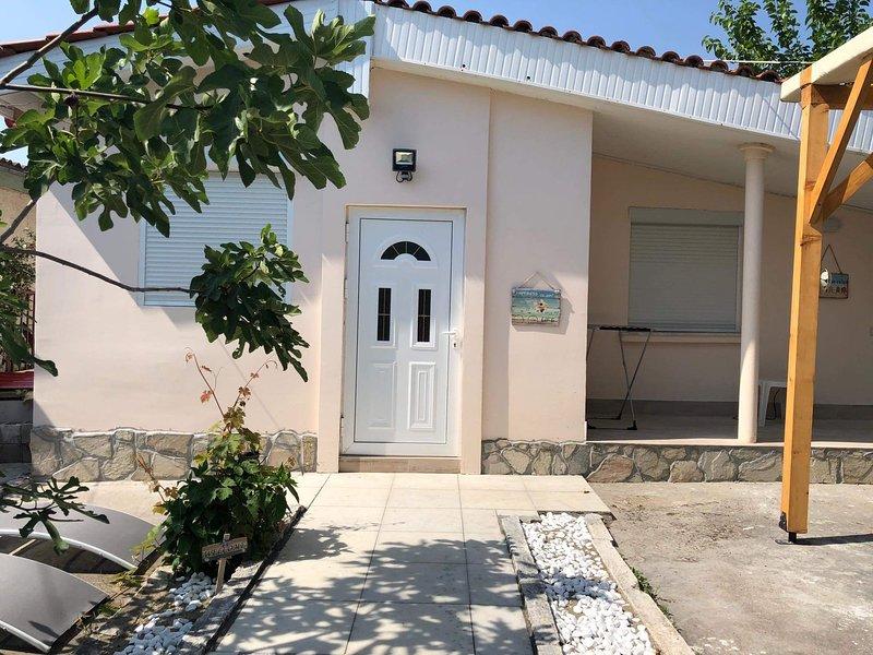 Omonia beach house, location de vacances à Nea Triglia