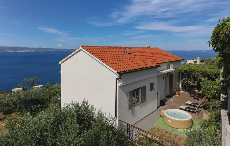Nature house 3BR,Whirpool, free parking, view, holiday rental in Dugi Rat