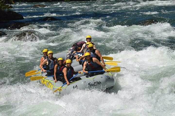 Rafting in trancura river