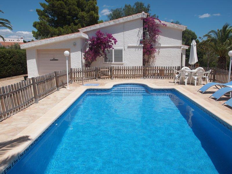 Villa de lujo con piscina privada, columpios y juegos a 150 metros de la playa, location de vacances à L'Ampolla