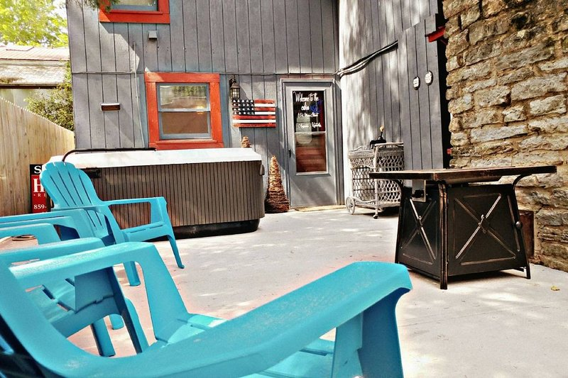 Ohio River Cabin Getaway in Historic Augusta Ky, holiday rental in Ripley