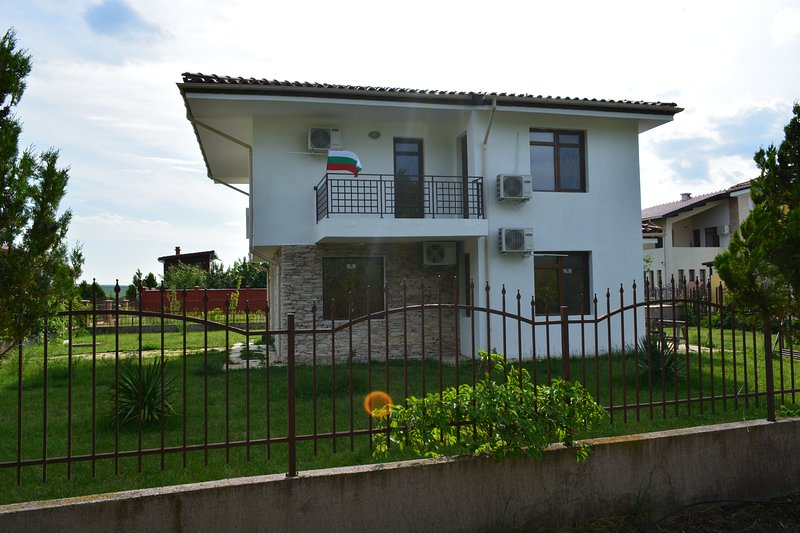 Deluxe Double Room (2 adults + 1 child), holiday rental in Gyulyovtsa