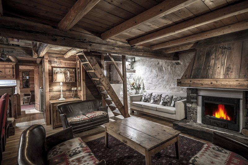 Chic Rustic chalet Fruitière 200m from ski lift. Option meal service, holiday rental in Peisey