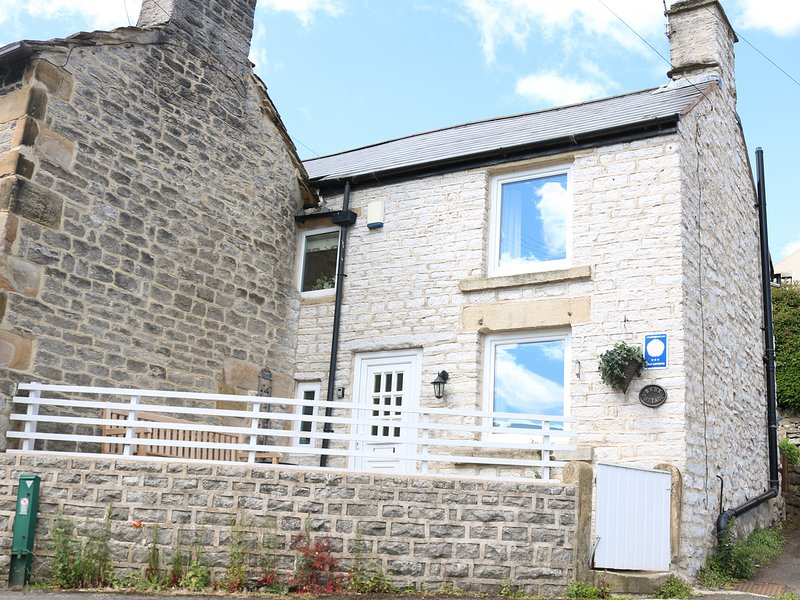 BANK COTTAGE, exposed stone and beams, in Bradwell, location de vacances à Hathersage