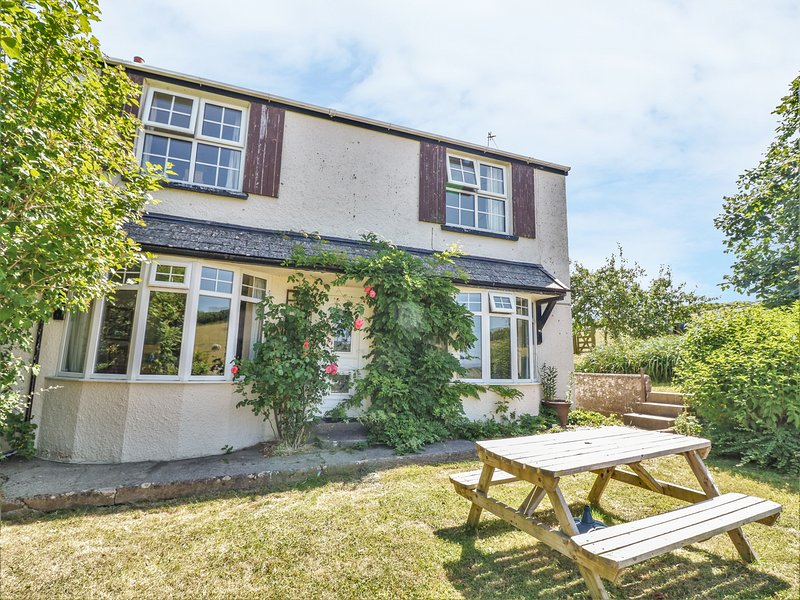 PILLHEAD COTTAGE, perfect for families, sun room, in Bideford, vacation rental in Great Torrington