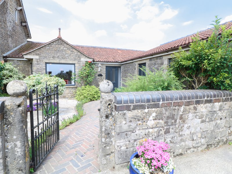 LEIGH HOLT, all ground floor, WIFI, garden with furniture, near Shepton Mallet, vacation rental in Shepton Mallet
