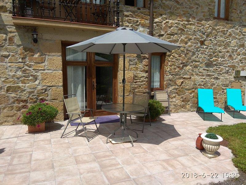 Apartamento en caseron Vaco con vistas al jardin. Basque garden view apartment., alquiler de vacaciones en Bergara