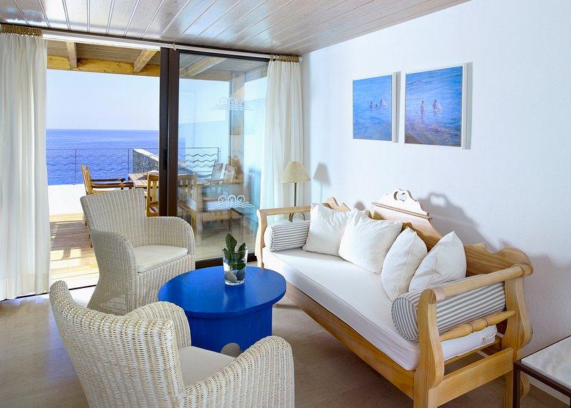 Pissidos Villa Sleeps 7 with Pool and Air Con - 5644130, vacation rental in Katsikia
