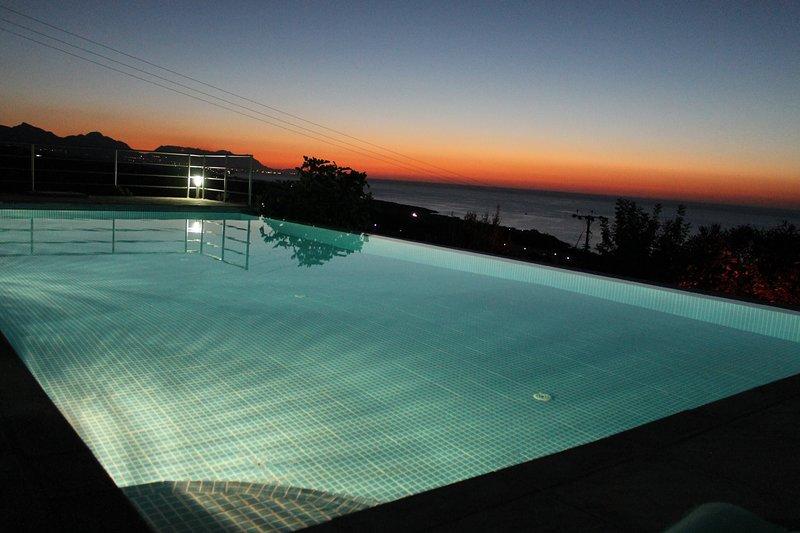 Beautiful modern villa with breathtaking sea and mountain views, holiday rental in Agios Amvrosios