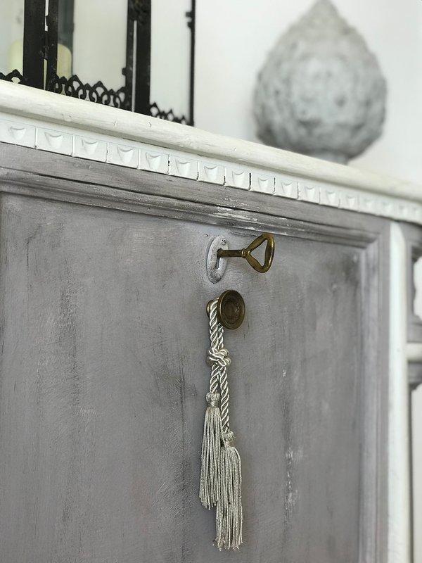 Decorative detail within Trullo Falco.