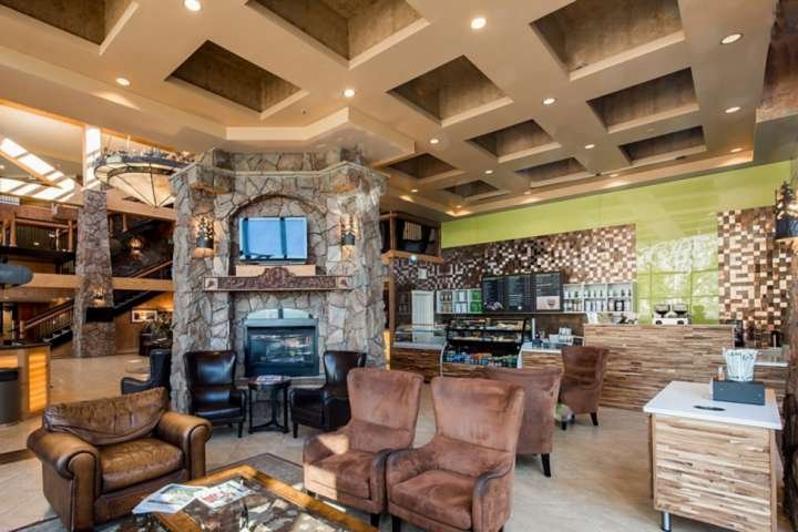 *FREE SNOWBOARD or SKI RENTAL* Ski–In/ Ski–Out * Canyons! Newly Updated Suite–In Chalet in Park City