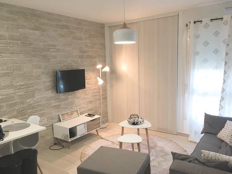 Location de vacances, studio proche de la mer, entièrement refait à neuf, vacation rental in Saint-Jean-de-Monts