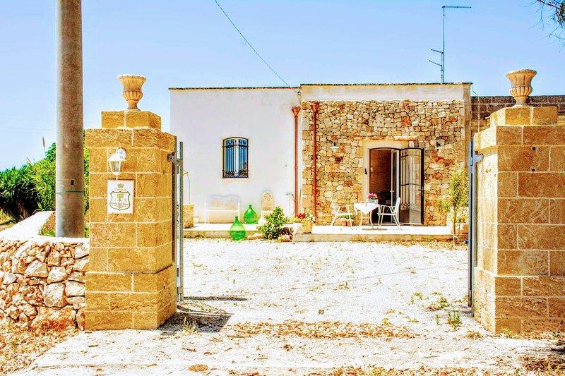 Casale Conte Dell'Anna Porto Cesareo - S. Isidoro, holiday rental in Sant'Isidoro