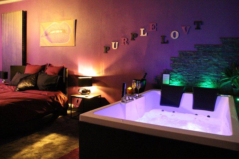 Purple Lovt nuit romantique, pour 2 avec jacuzzi, sauna, et terrasse à Perpignan, location de vacances à Perpignan