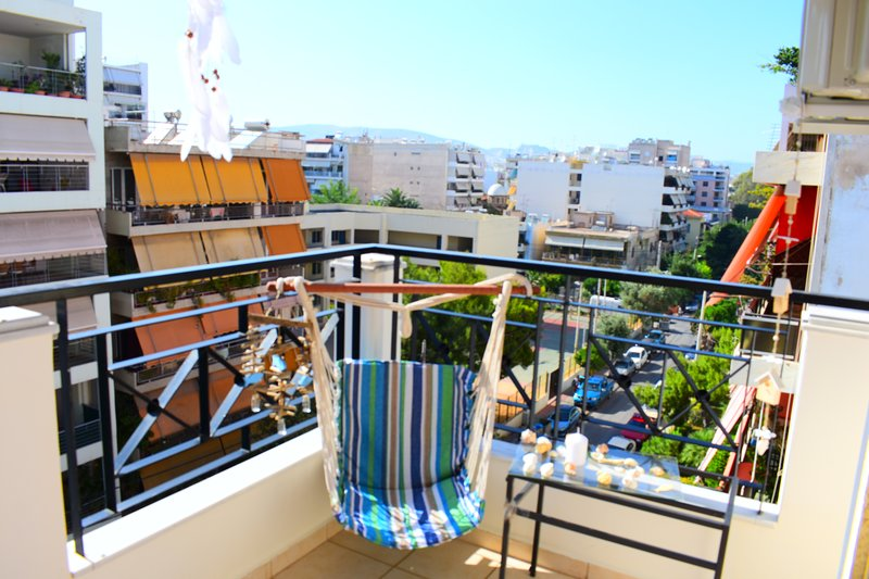 Unique one bedroom Apartment near the sea and metro Station, holiday rental in Nea Chalkidona