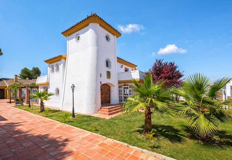 La Torre, un lugar con vistas, comodidades y relajante, holiday rental in Estepa