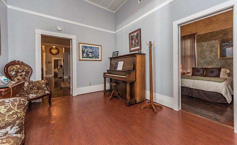 Salle de musique - Piano antique