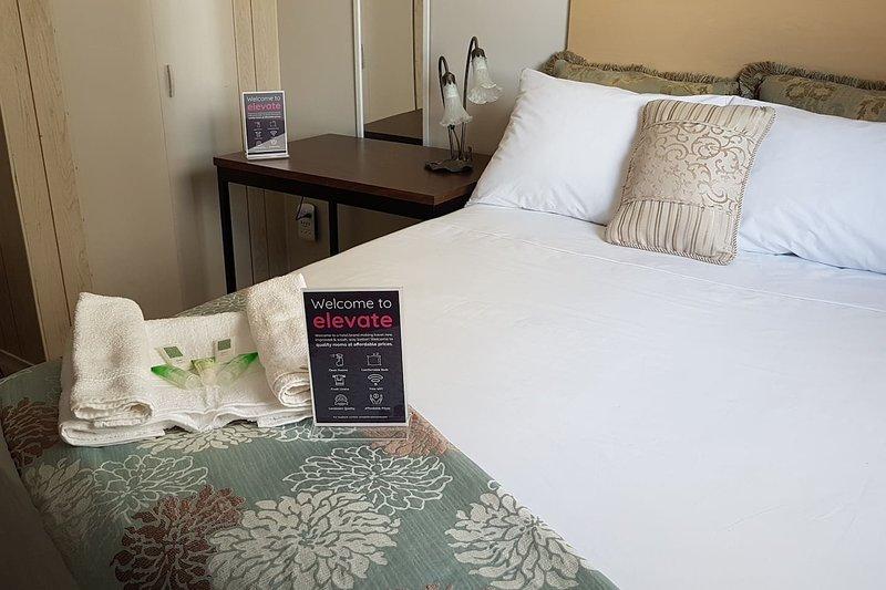Crestview Guest House-Deluxe Room F02, location de vacances à Chapleau