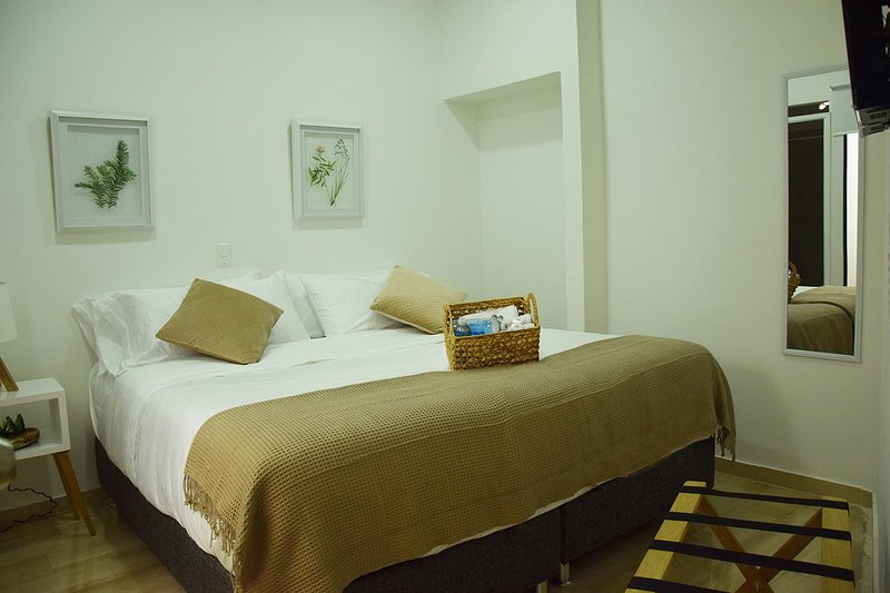 beautiful bedroom, private bathroom, alquiler de vacaciones en Cartagena