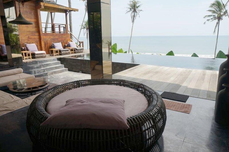Spacious villa with swimming-pool, holiday rental in Pekutatan