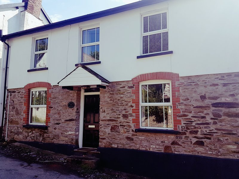 4 bed cottage charming village location 1 mile to beach, vacation rental in Georgeham