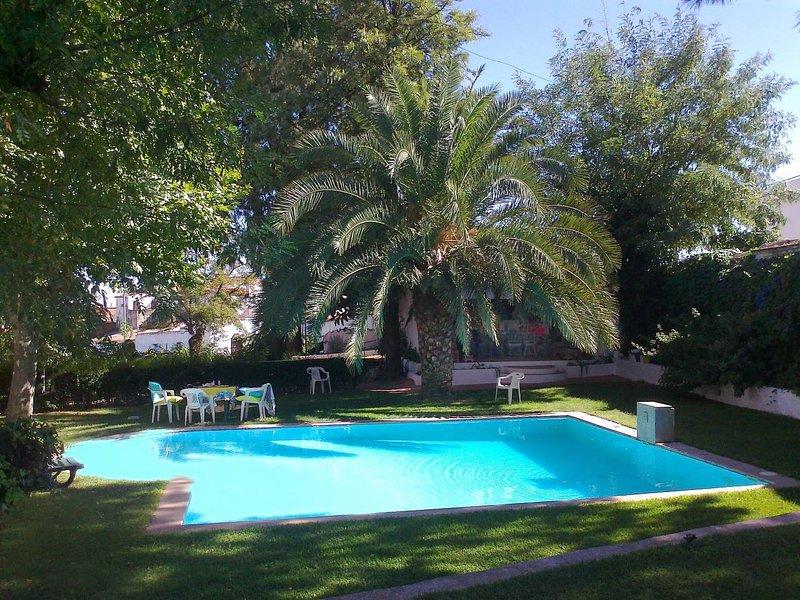 Amazing villa with swimming-pool, casa vacanza a Serpa