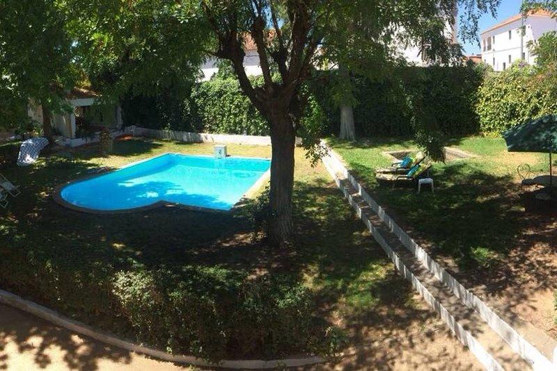 Amazing house with shared pool, location de vacances à Vila Verde de Ficalho