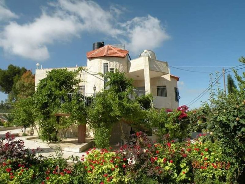 BETHLEHEM PALESTINE B&B Queen Room w Breakfast 1 or 2 people, vacation rental in West Bank
