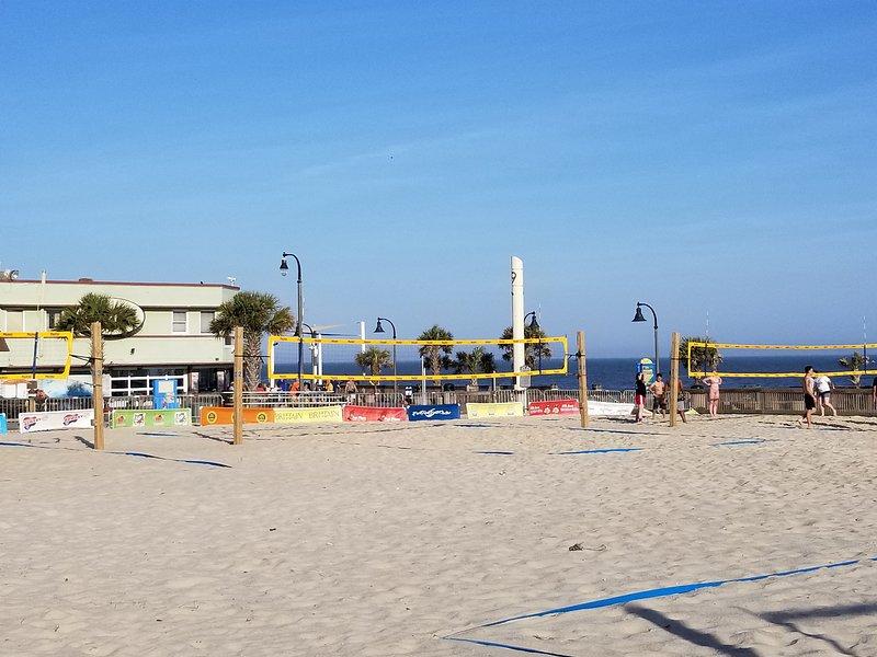 Voleibol en el paseo marítimo