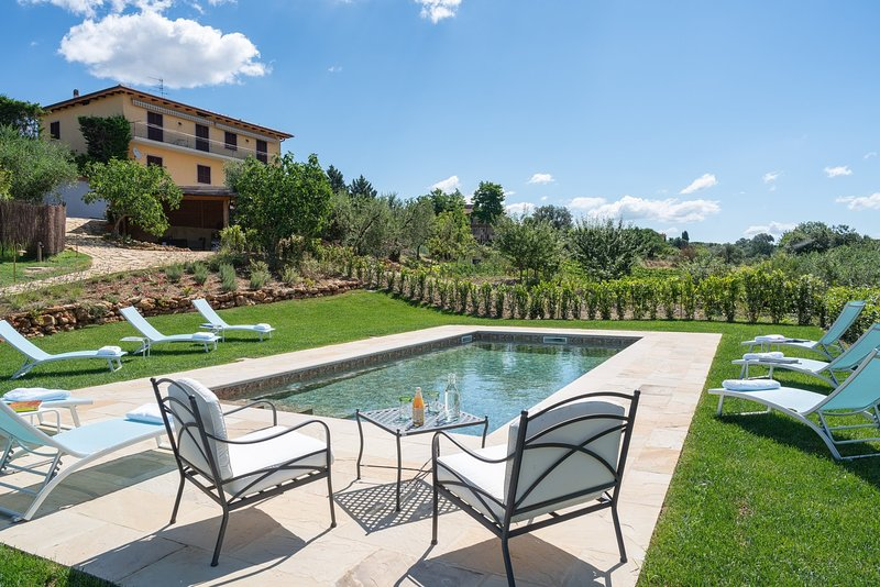 Bassetti Holiday Home Sleeps 15 with Pool and WiFi - 5803038, vakantiewoning in Ulignano