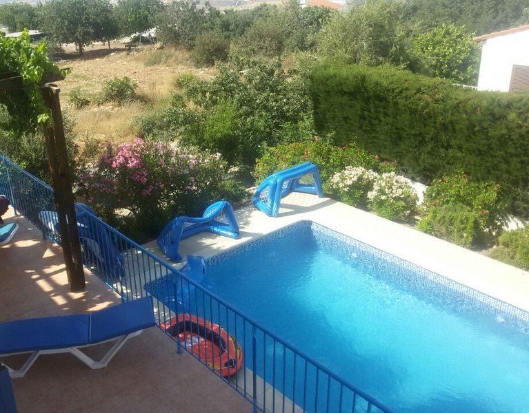 Villa Dyana, 4 bed, 4 bath Holiday Villa with private pool on the edge of Akamas, location de vacances à Inia