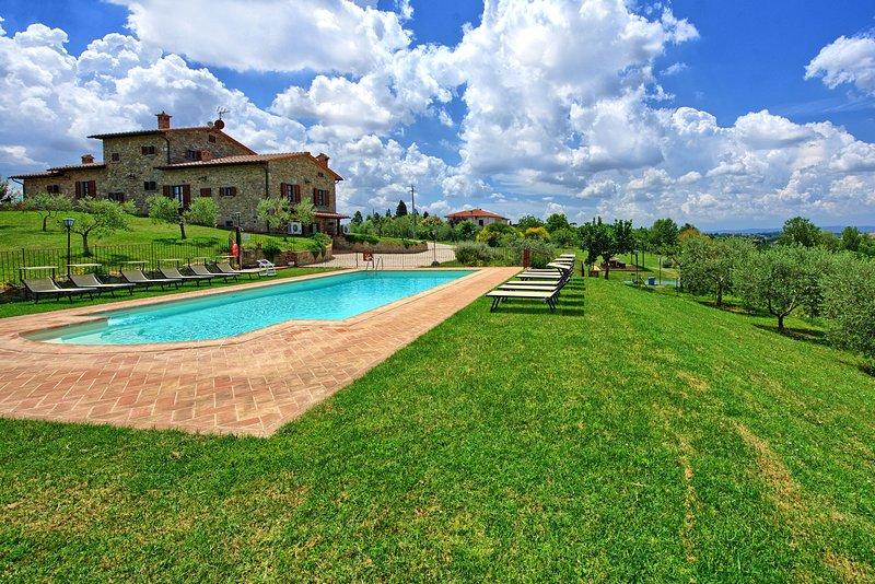 Farneta II Villa Sleeps 13 with Pool Air Con and WiFi - 5579788, holiday rental in Cignano