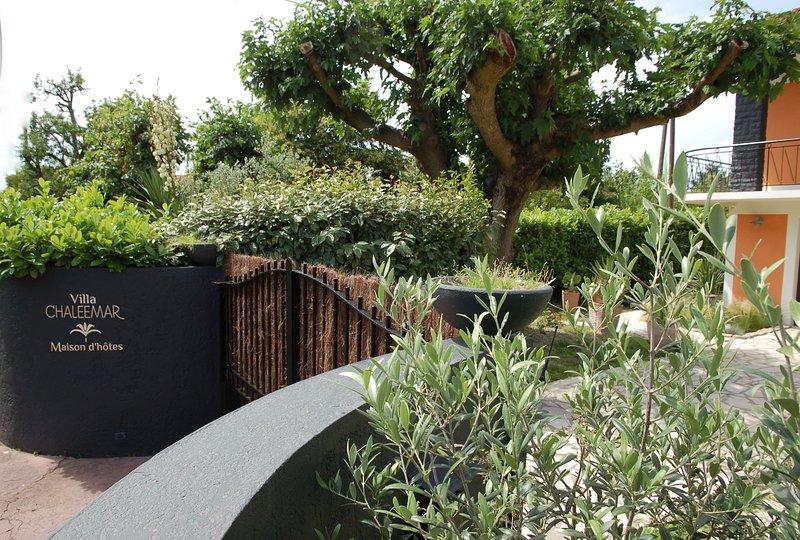 VILLA CHALEEMAR Guest house