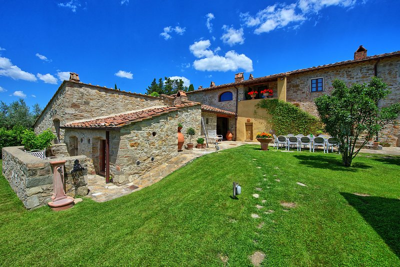 Madonna di Pietracupa Villa Sleeps 12 with Pool Air Con and WiFi - 5644231, holiday rental in Isole