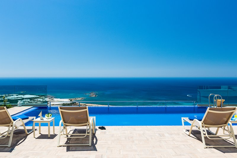 Blue Jasmine /Luxury, gorgeous, seaview, close to the beach of Falassarna, vacation rental in Kavousi