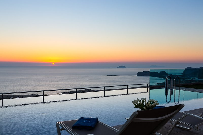 Luxury villa Levanda, amazing sea & sunset view, private pool, vacation rental in Kavousi