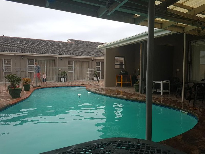 Schoenmakerskop Self-catering Apartments - Apartment with Pool View, vacation rental in Port Elizabeth