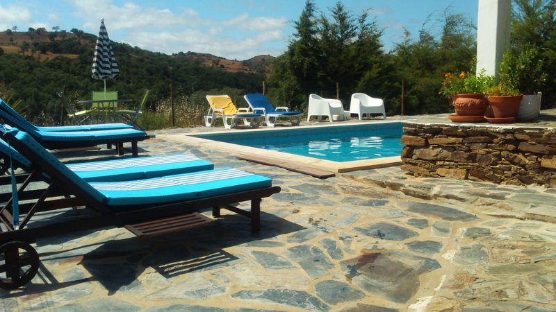 Amazing house with garden & terrace, holiday rental in Garvao