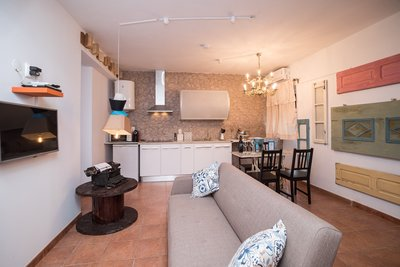 Y.Quebedo - Concept Serviced Apartments - Poetico Apartment, holiday rental in Setubal