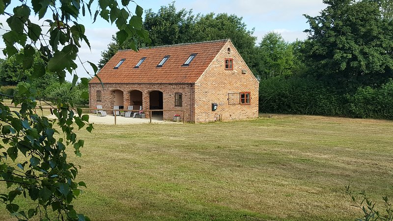 Hilltop Barn, the Place with Space in a field of its own. Privacy for the family, aluguéis de temporada em Lincoln