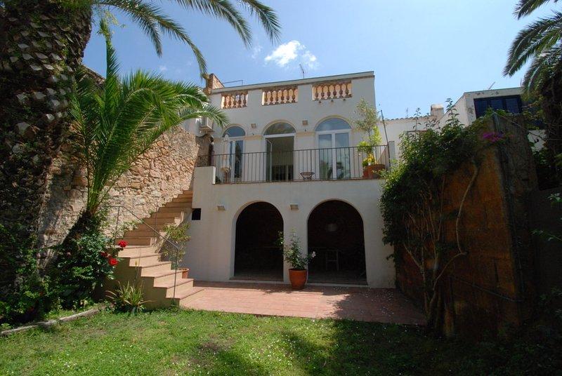 2962 CASA CON ENCANTO EN EL CENTRO, CON JARDÍN PRIVADO - SANT FELIU DE GUÍXOLS, casa vacanza a Sant Feliu de Boada