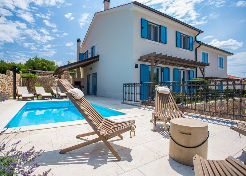 Villa Tana with a swimming pool, outdoor kitchen, BBQ, SUP, vacation rental in Klimno
