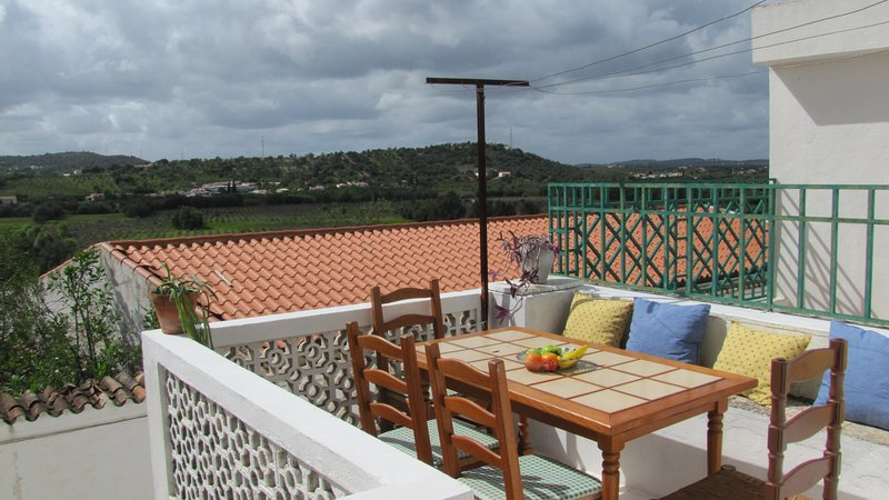 Big house with terrace & Wifi, alquiler vacacional en Paderne