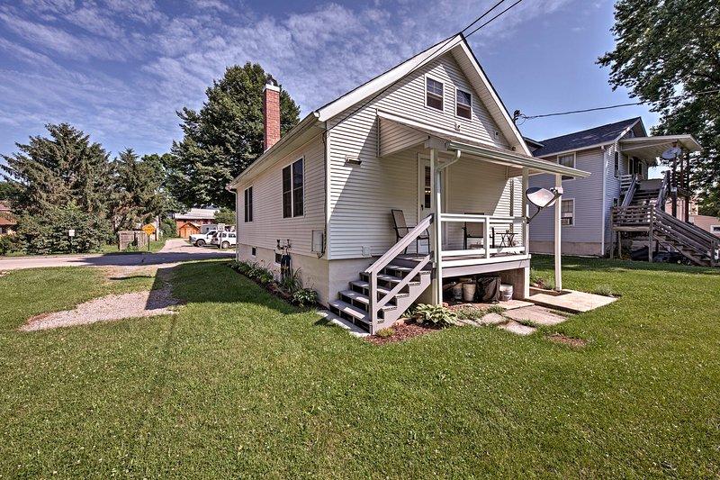 Unwind in this 2-bedroom, 2-bathroom vacation rental home in Milesburg.